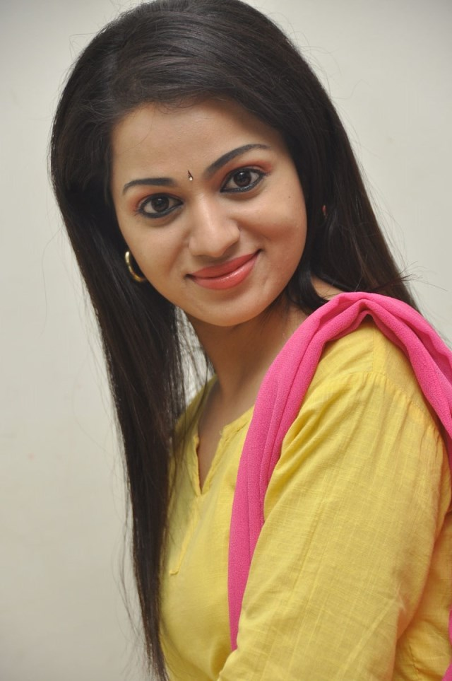 Actress-Reshma-Cute-pics-at-Thadaka-Audio-Launch-2
