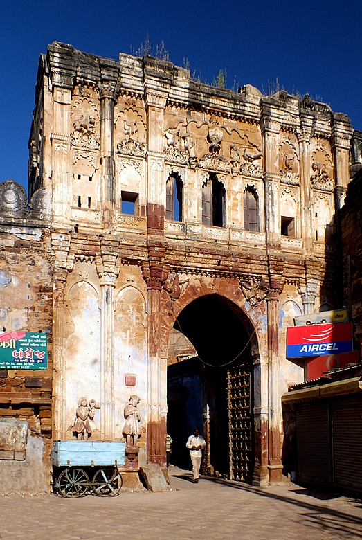 old_gate_in_bhuj.