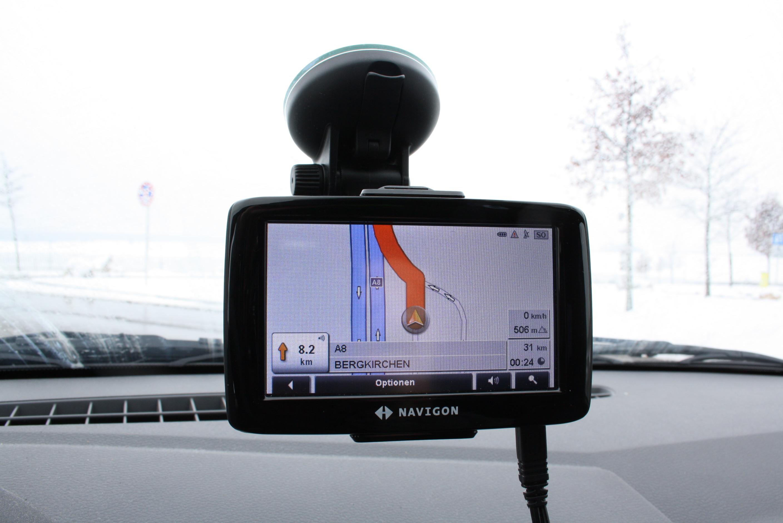 Mobiles_Navigationsgeraet_Navigon_im_Einsatz