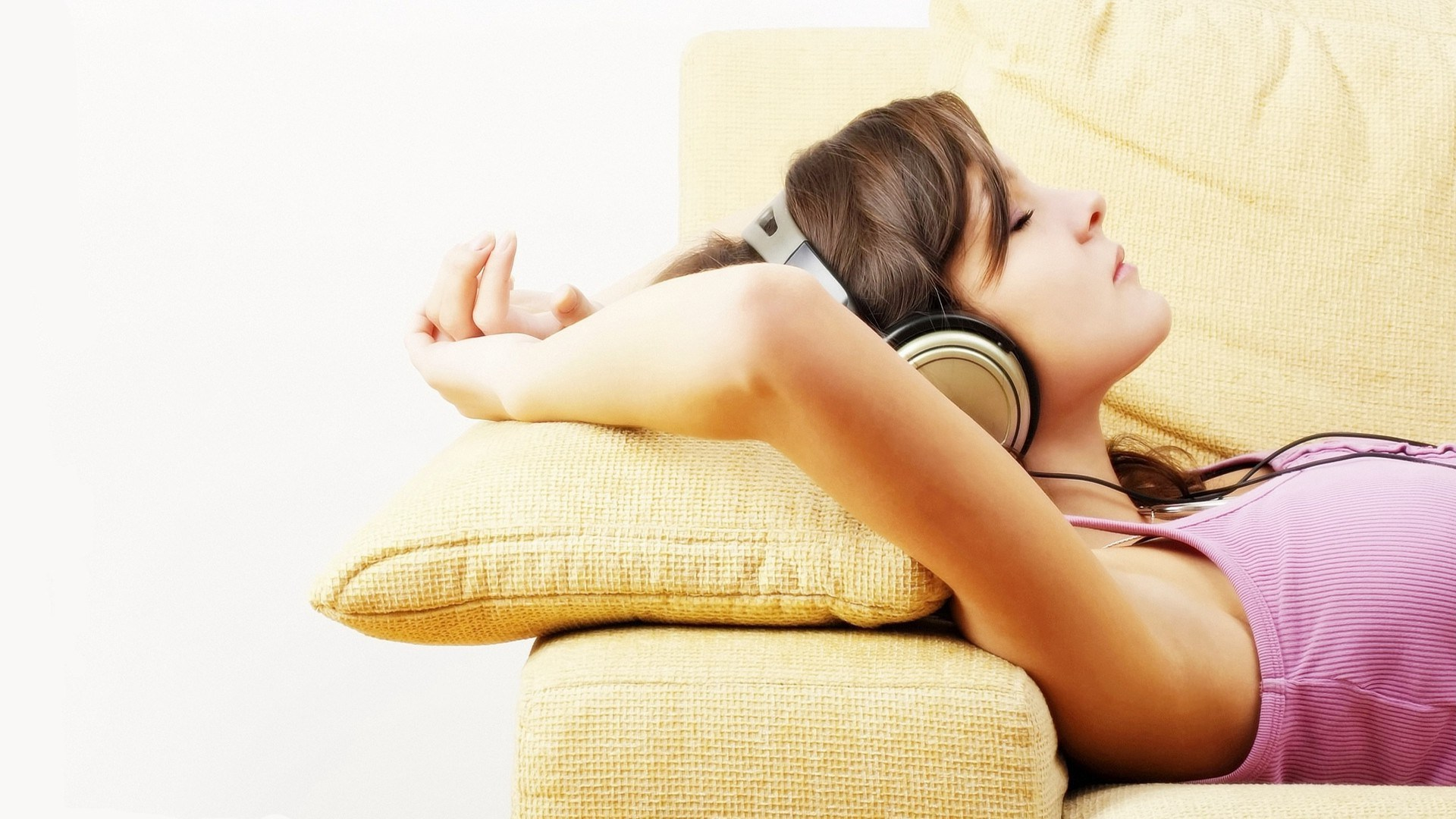 Top 5 Most Relaxing Songs for Pleasurable Evening