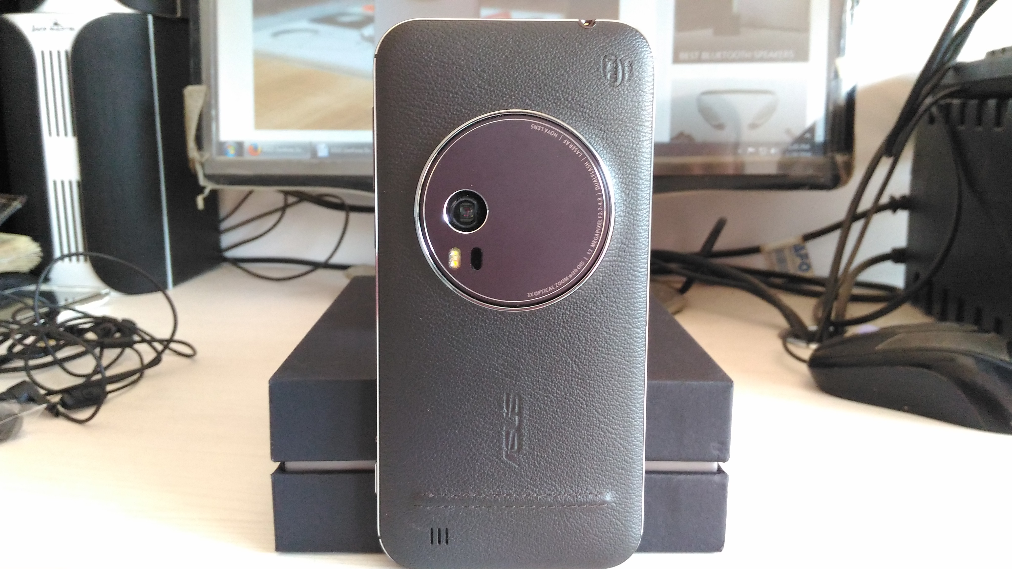 ASUS Zenfone Zoom- Backside